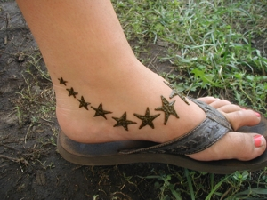 Simple Ankle Mehndi Designs : Mehndi pictures henna photographs natural